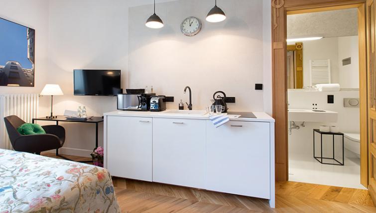 Studio room at Antique Apartments - Citybase Apartments