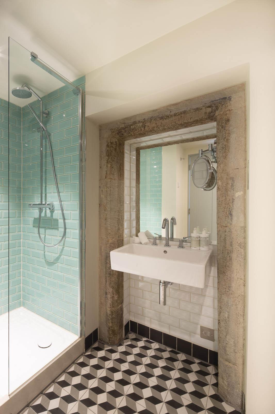 Bathroom at Cheval Abbey Strand, Old Town, Edinburgh - Citybase Apartments