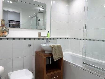 Bathroom at Clyde Waterfront Apartment - Citybase Apartments