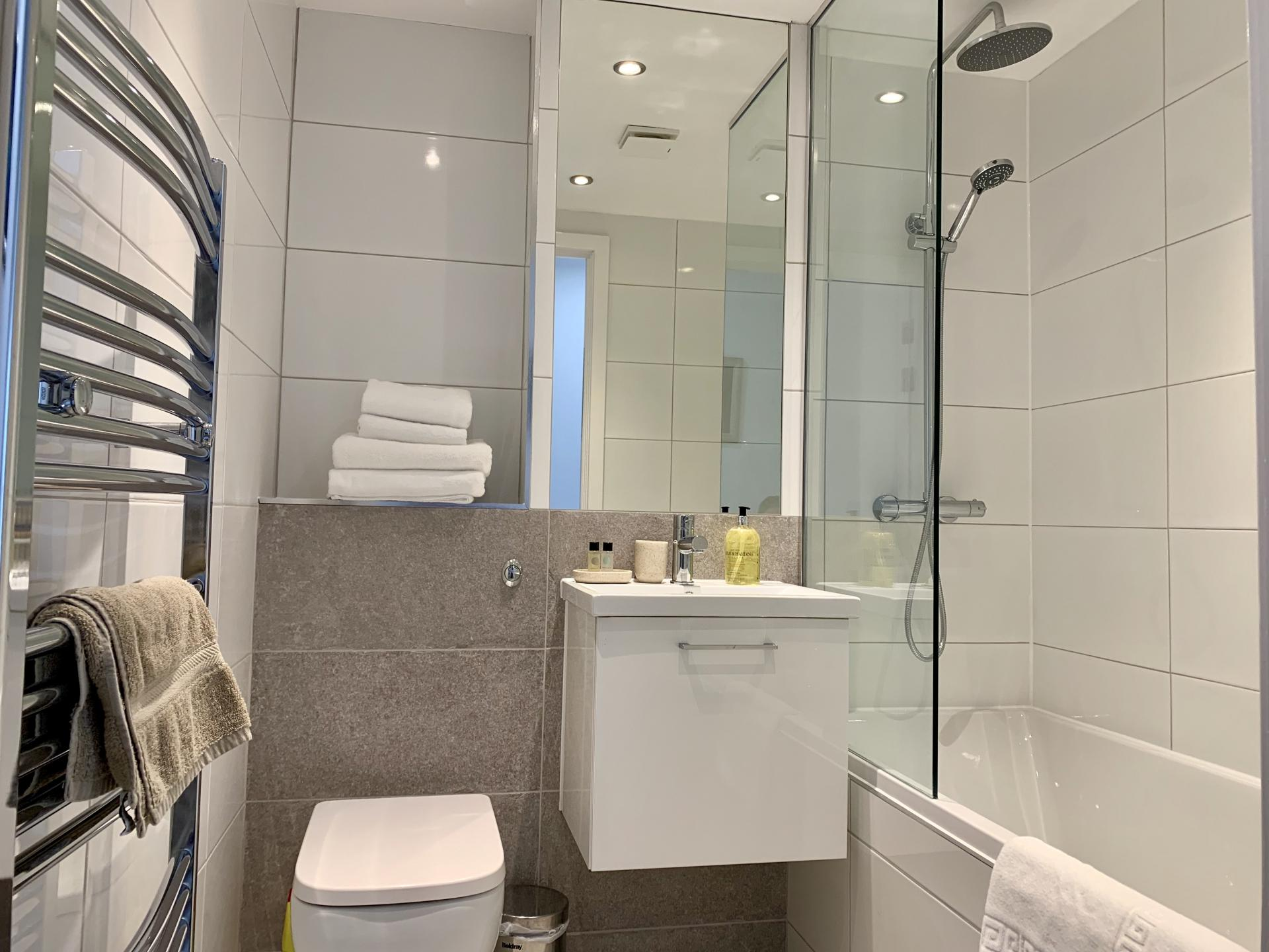 Shower over bath at Clyde Waterfront Apartment - Citybase Apartments