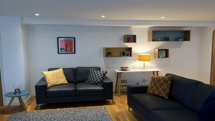 Contemporary living area in Enterprise Place ApartmentsTolbooth Apartments - Citybase Apartments