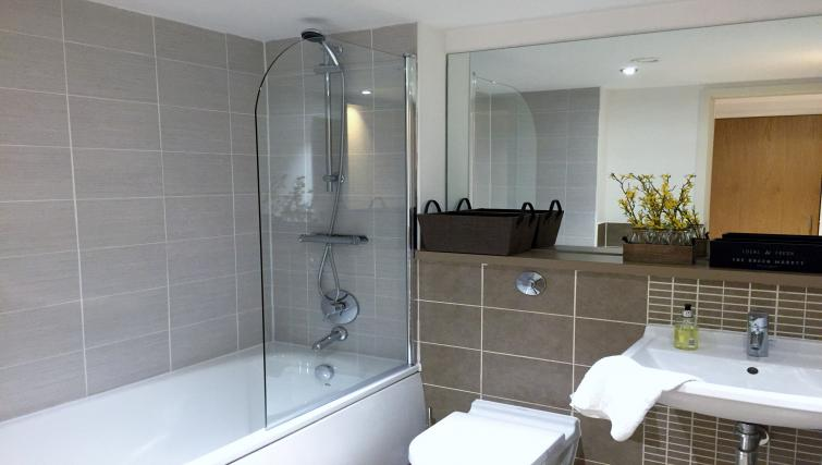 Modern bathroom in Tolbooth Apartments - Citybase Apartments