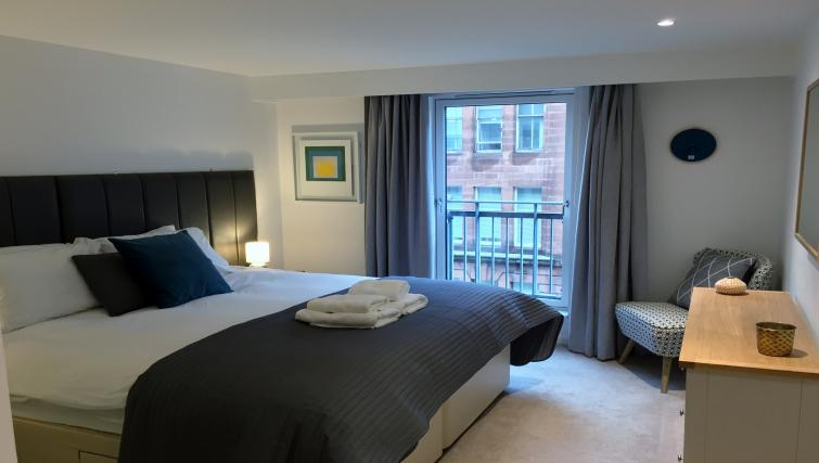 Comfortable bedroom in Tolbooth Apartments - Citybase Apartments