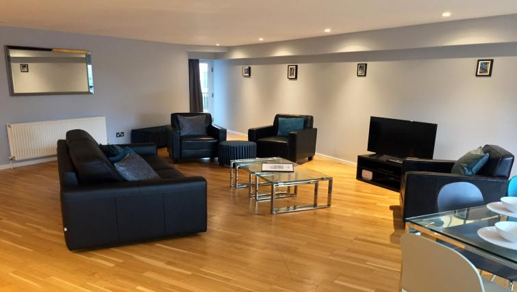 Sophisticated living area in Tolbooth Apartments - Citybase Apartments