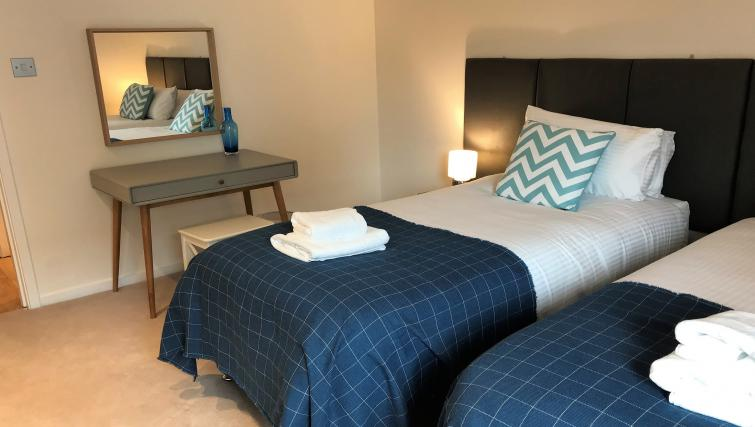 Twin room at Tolbooth Apartments - Citybase Apartments
