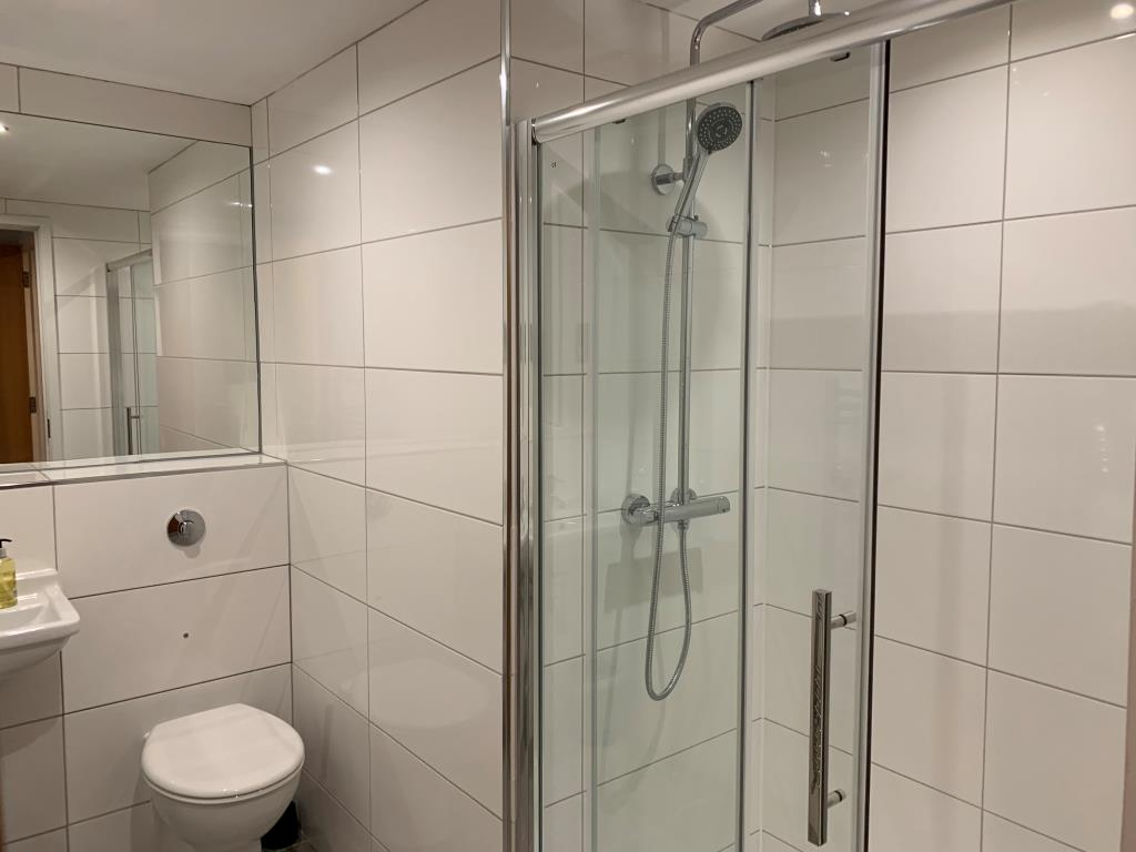 Shower at Tolbooth Apartments - Citybase Apartments