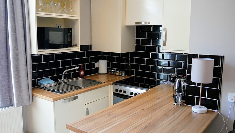 Stove at Peartree Serviced Apartments - Citybase Apartments
