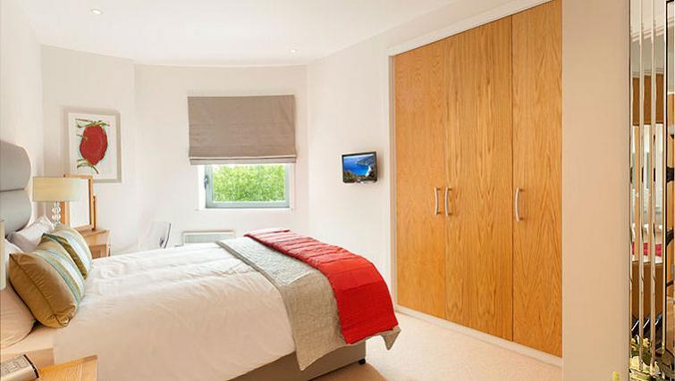 Stylish bedroom in SACO Bristol - Broad Quay - Citybase Apartments