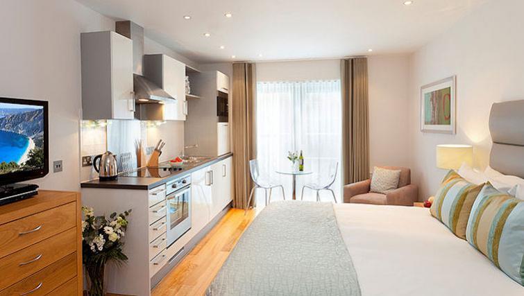 Bright bedroom in SACO Bristol - Broad Quay - Citybase Apartments