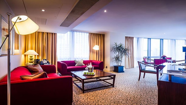 Elegant living area in Marriott Executive Apartments Canary Wharf - Citybase Apartments