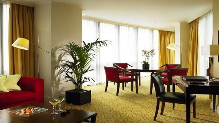 Large living area in Marriott Executive Apartments Canary Wharf - Citybase Apartments