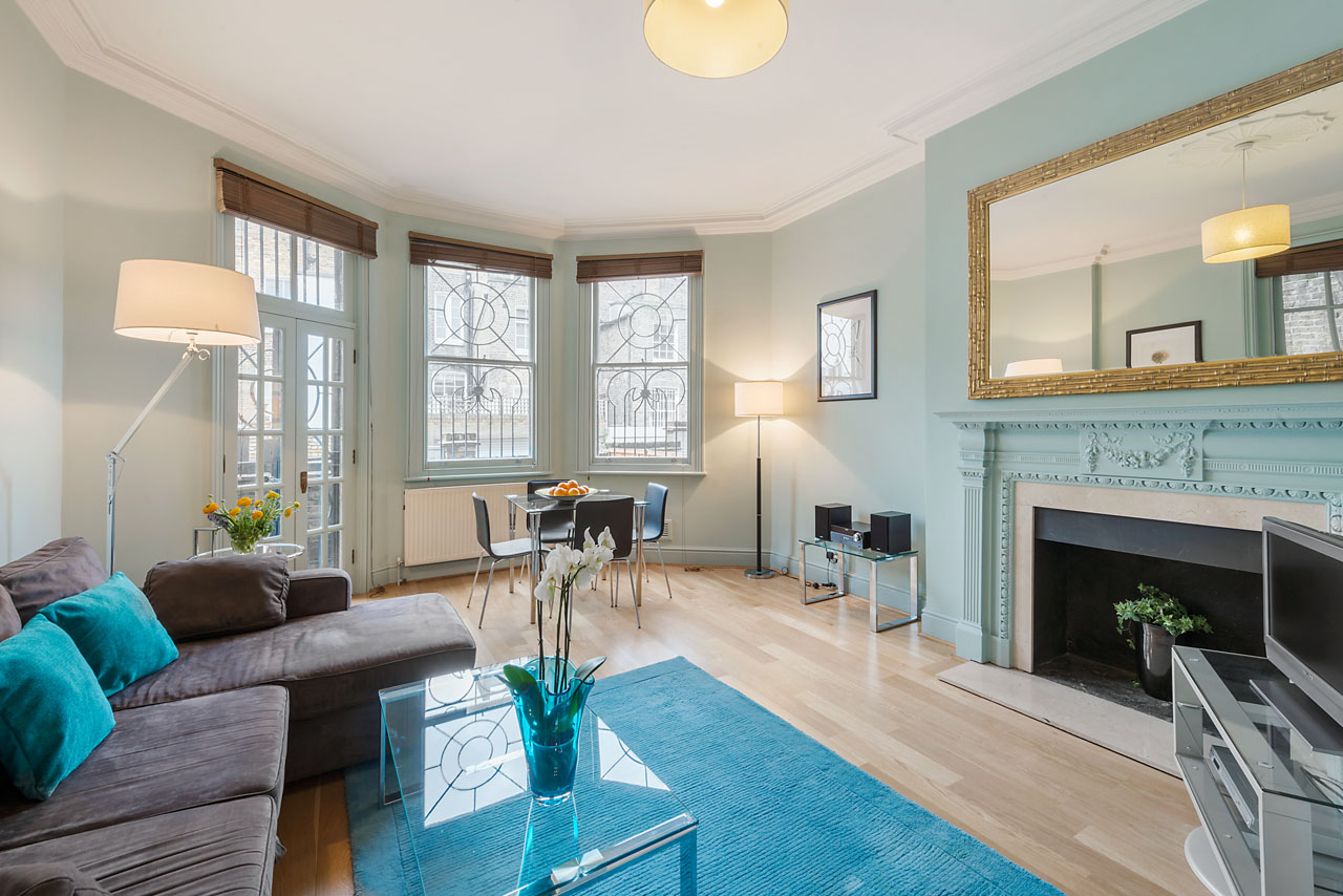 Living area at Chelsea - Draycott Place Apartments, Chelsea, London - Citybase Apartments