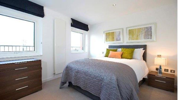 Comfortable bedroom at Oakwood Farringdon - Citybase Apartments
