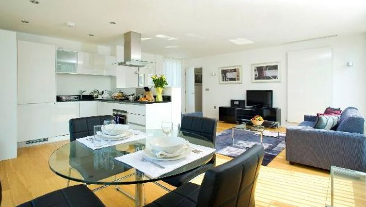 Sensational living area in Oakwood Farringdon - Citybase Apartments