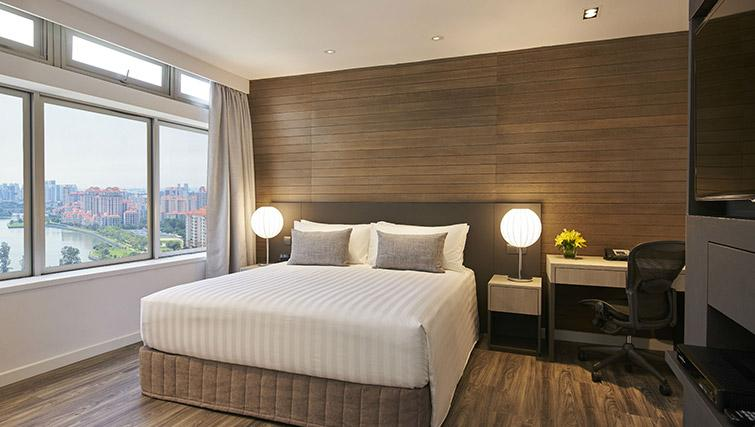 King size bed at PARKROYAL Serviced Suites Singapore - Citybase Apartments