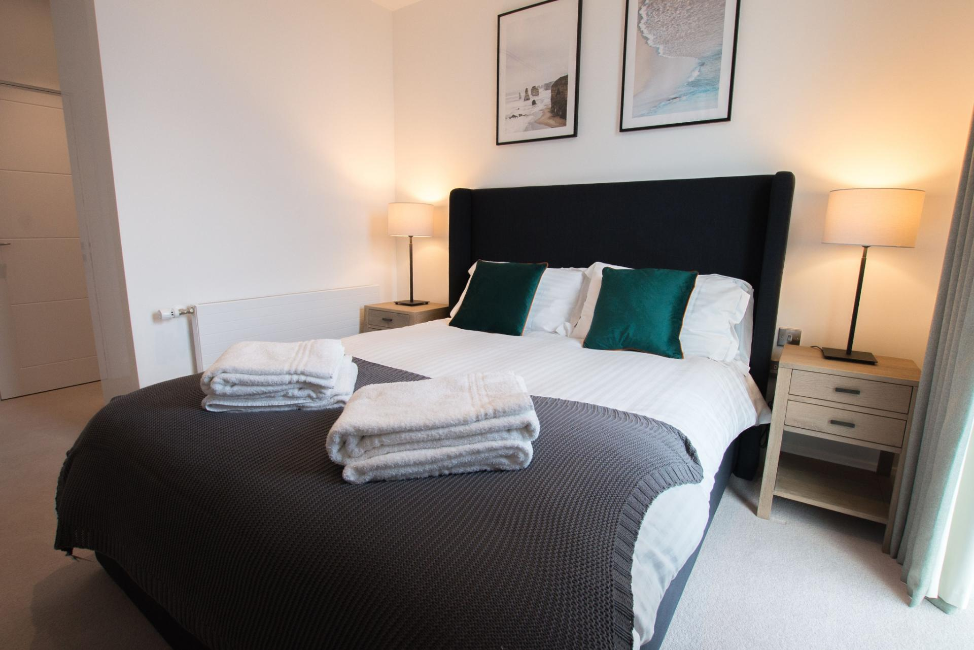 Bed at Canary Wharf Apartments By Charles Hope, Canary Wharf, London - Citybase Apartments