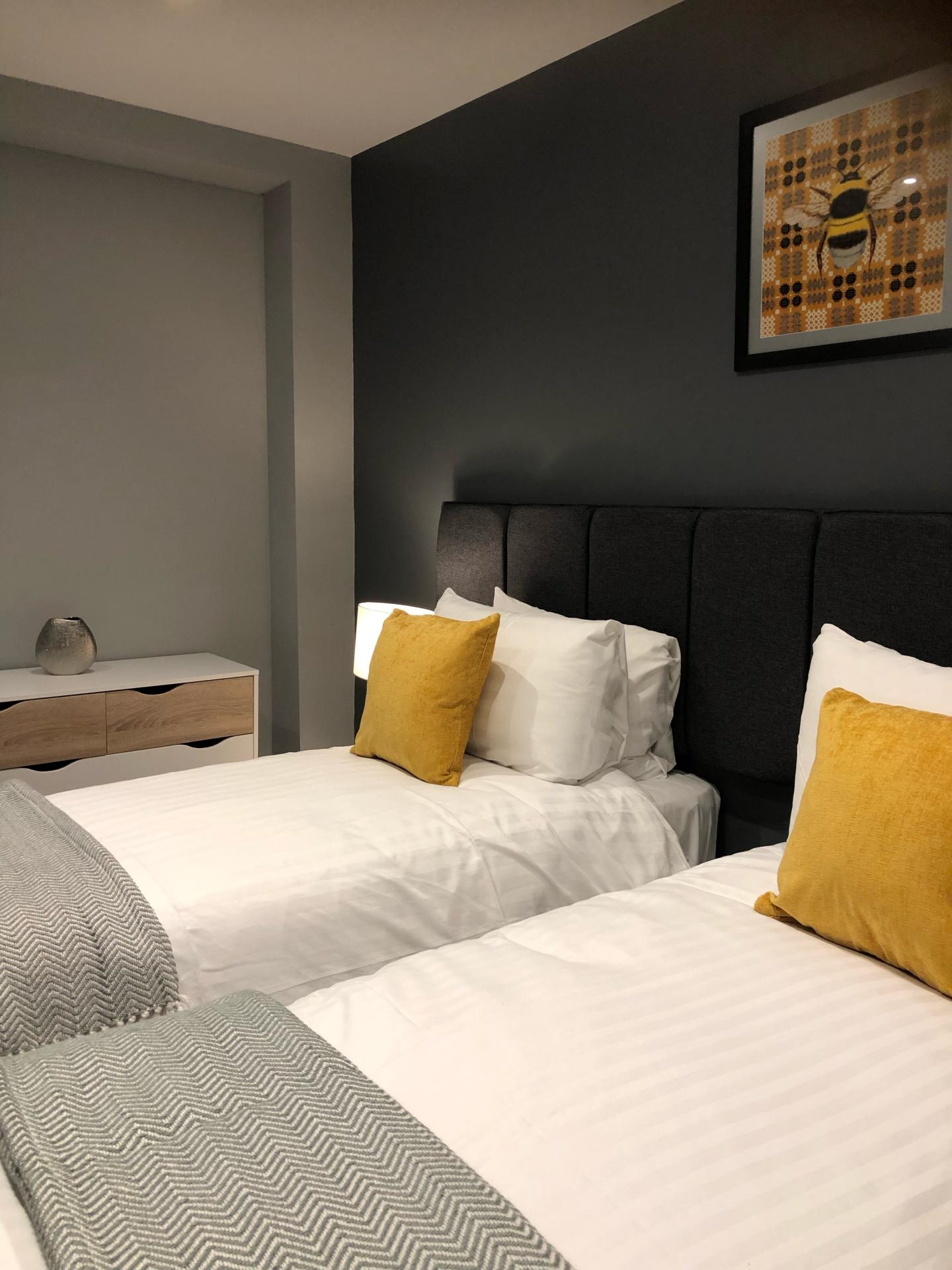 Twin beds at The Spires Cardiff, Centre, Cardiff - Citybase Apartments