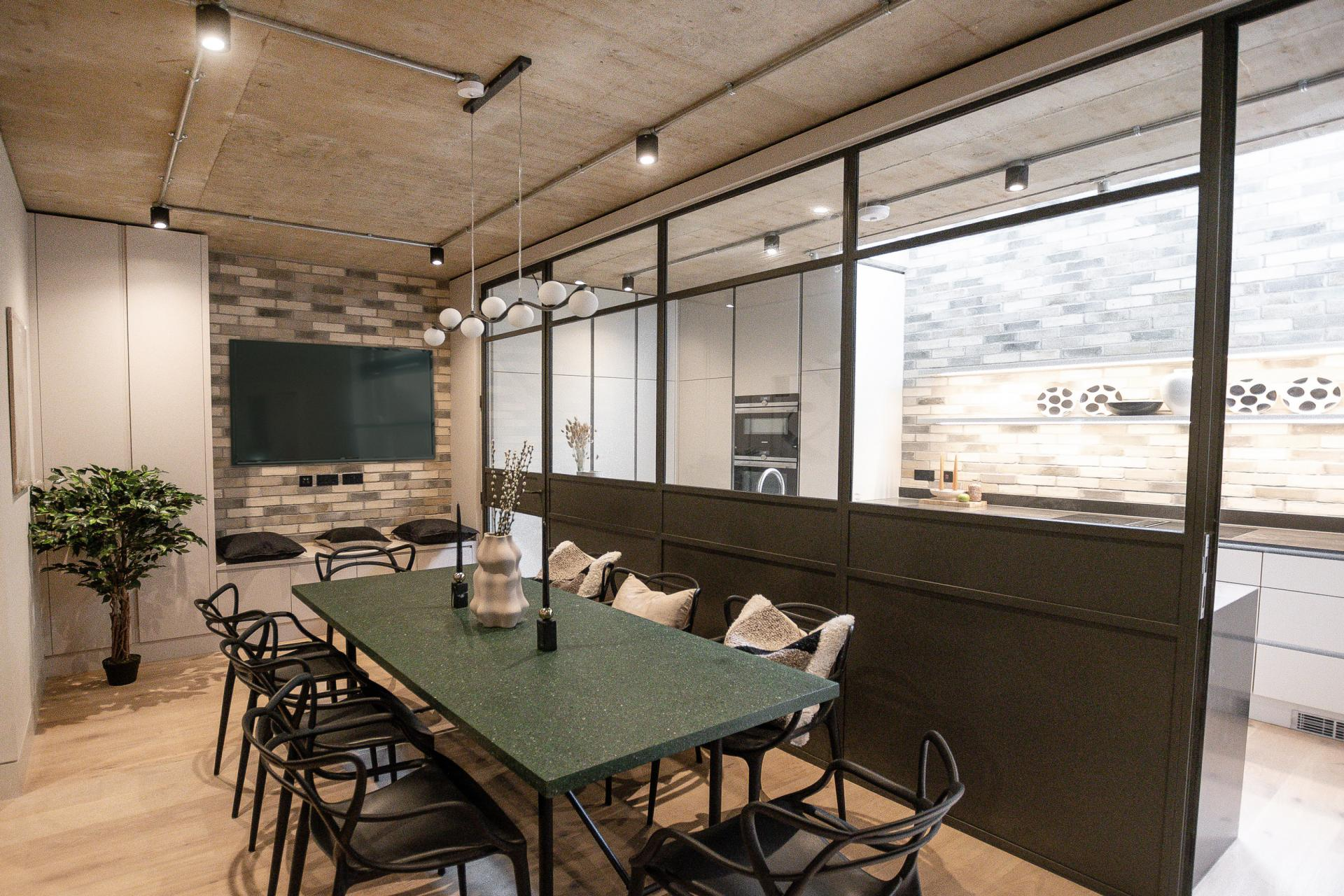 Dining area at King's Mews Apartments, Holborn, London - Citybase Apartments