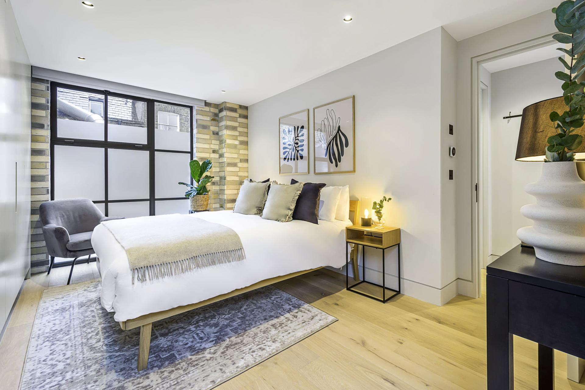 Double bed at King's Mews Apartments, Holborn, London - Citybase Apartments