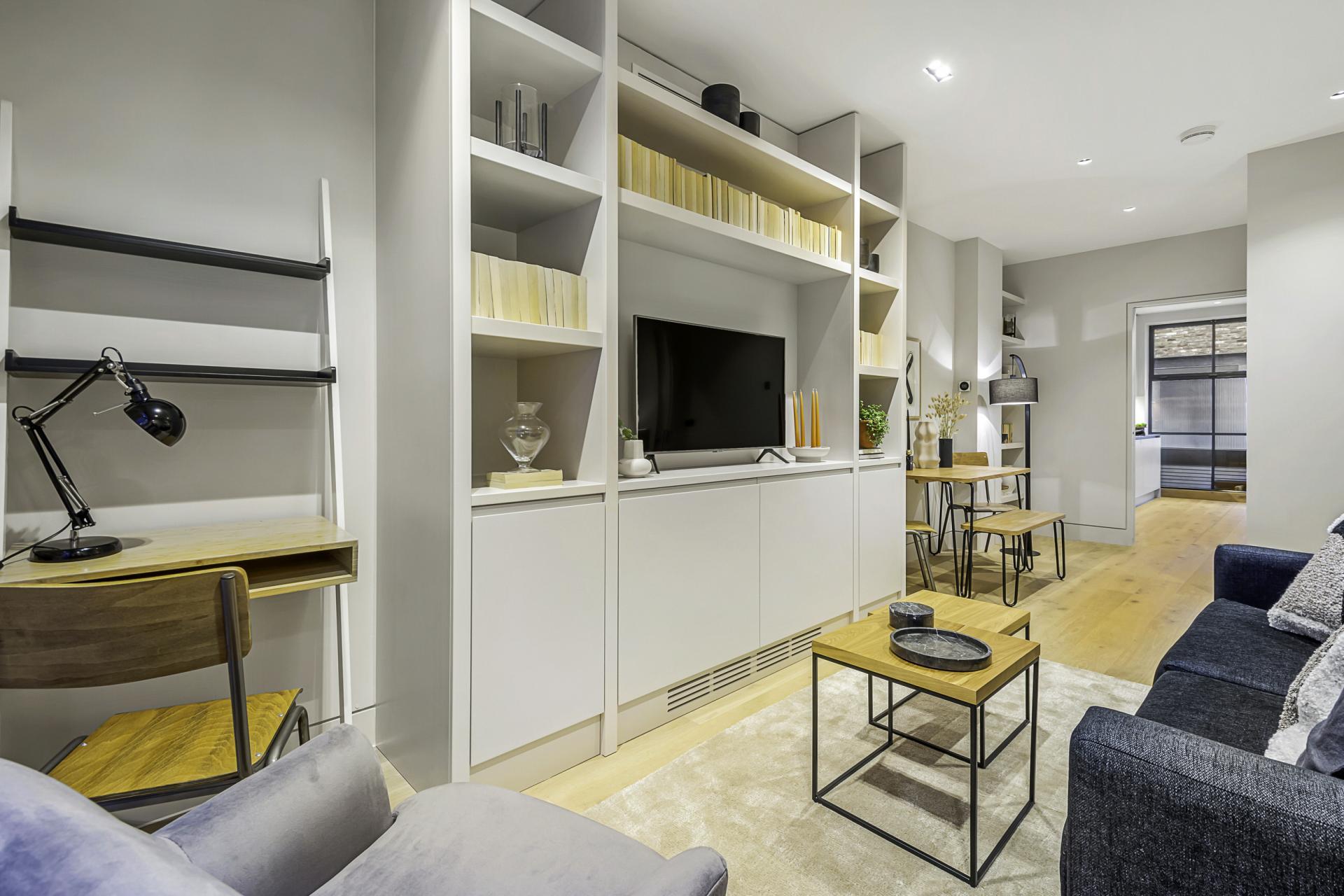 Work desk at King's Mews Apartments, Holborn, London - Citybase Apartments