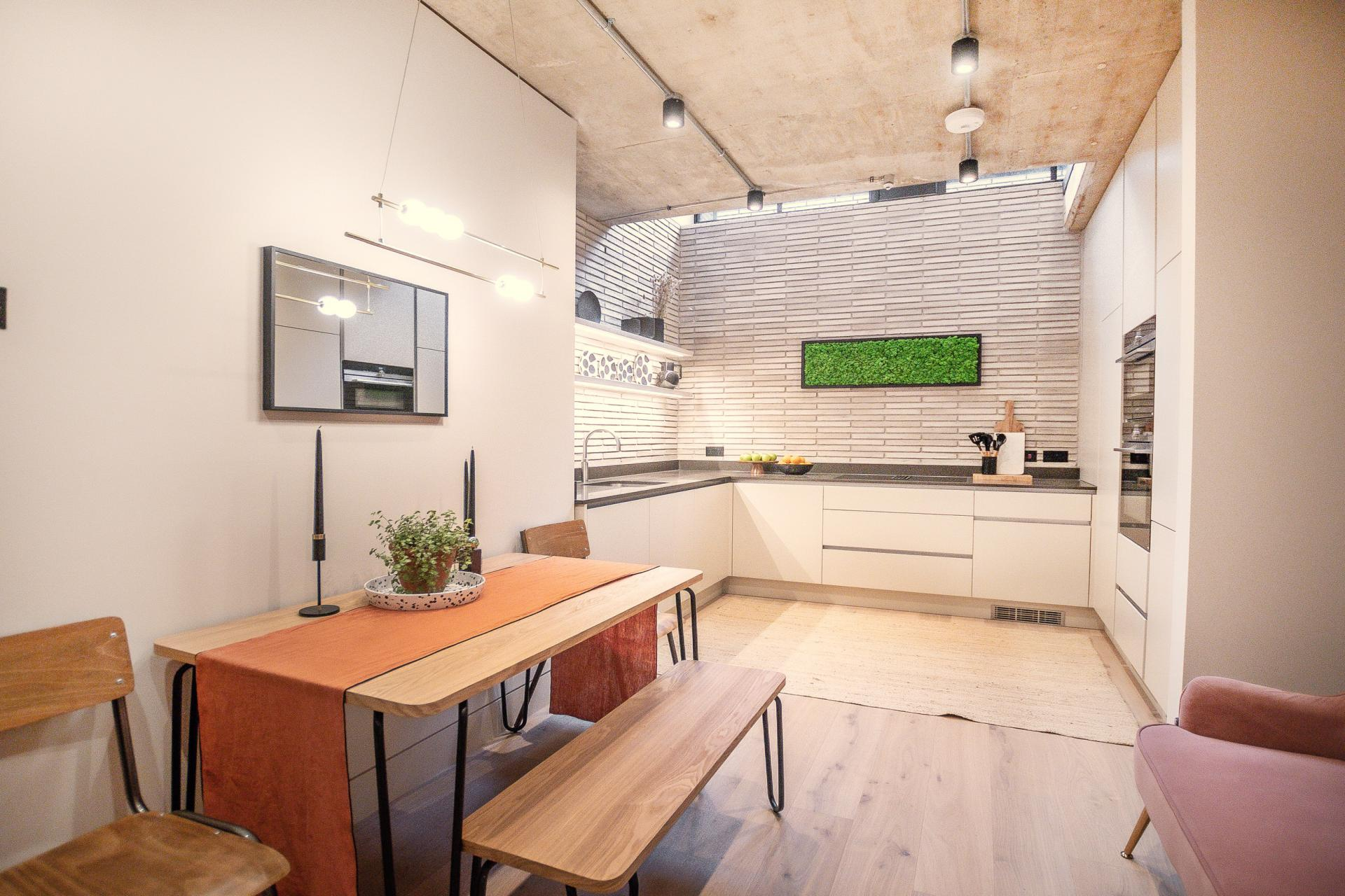 Kitchen diner at King's Mews Apartments, Holborn, London - Citybase Apartments