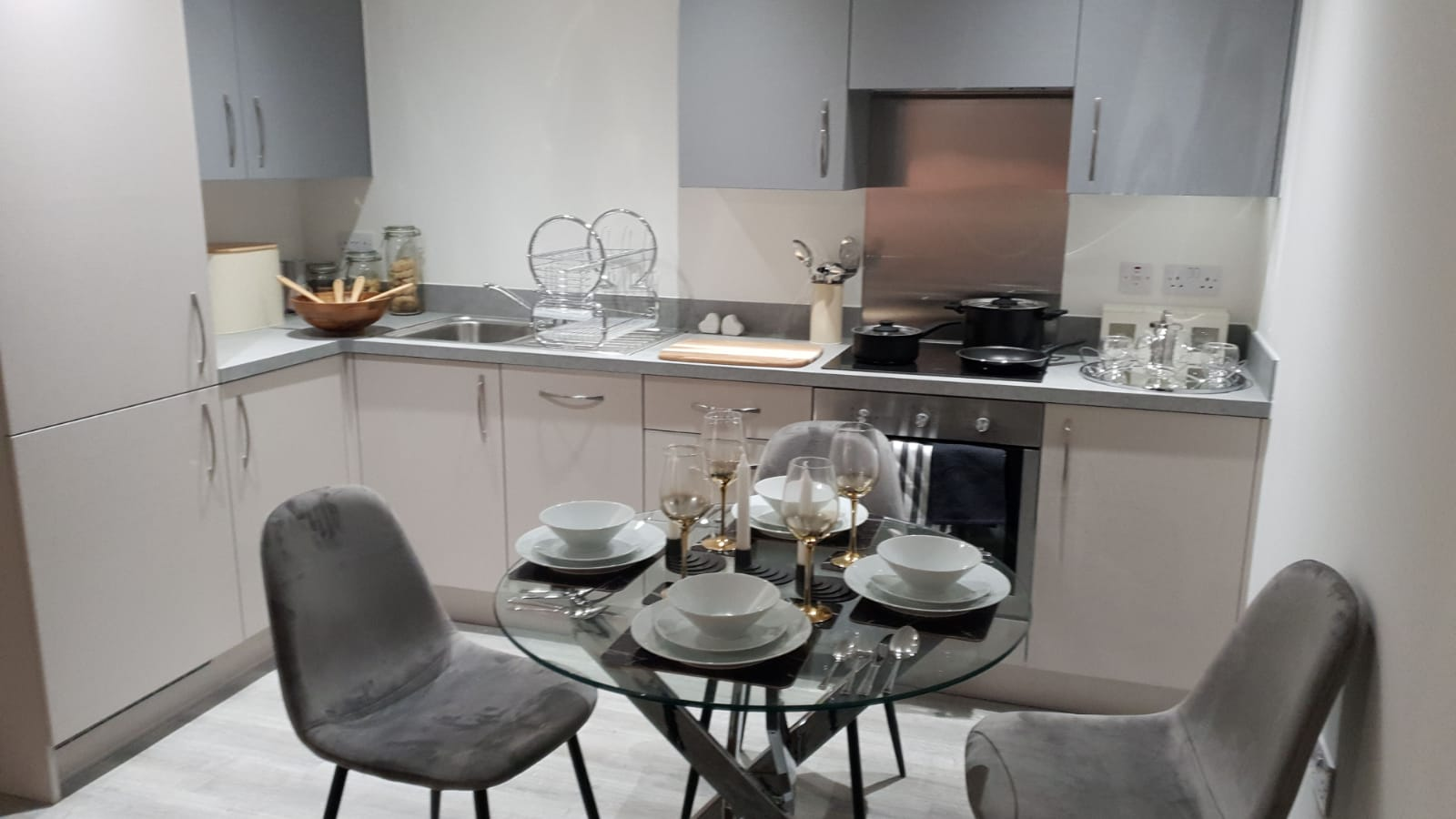 Dinnig at Dream Apartments Manchester, Salford, Manchester - Citybase Apartments