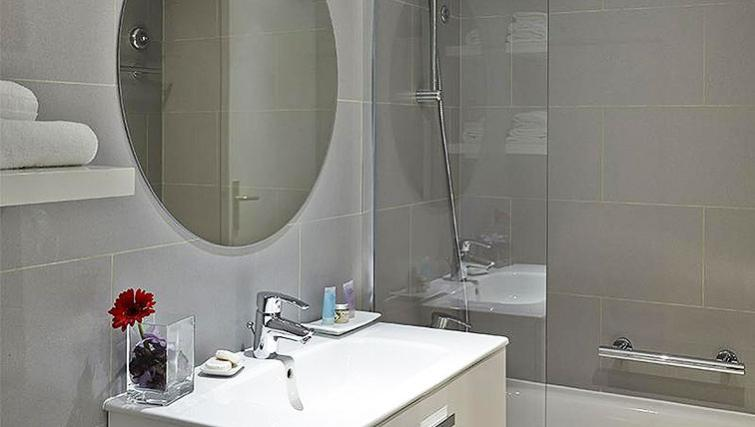 Tranquil bathroom in Citadines Place d'Italie Apartments - Citybase Apartments