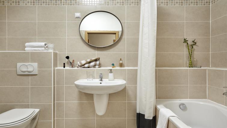 Main bathroom at 7 Seasons Apartments - Citybase Apartments