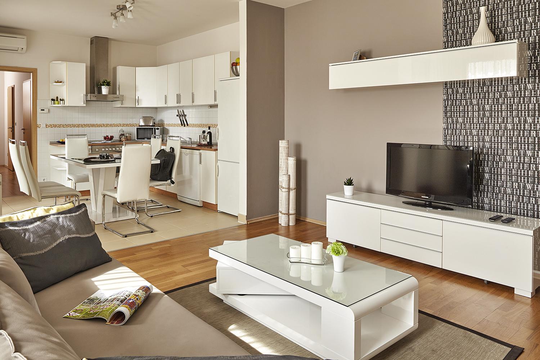 TV at 7 Seasons Apartments - Citybase Apartments