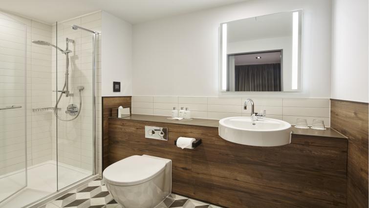 Shower at Residence Inn London Kensington, Earls Court, London - Citybase Apartments