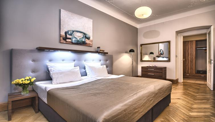 Double bed at Residence Brehova Apartments - Citybase Apartments