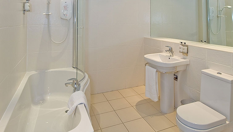 Outstanding bathroom in Aberdeen Douglas Apartments - Citybase Apartments