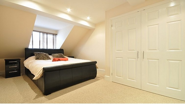 Comfortable bedroom in Lower Road Apartments - Citybase Apartments
