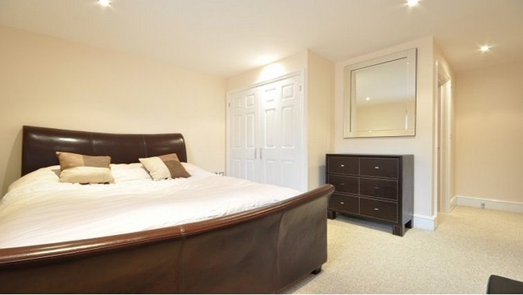 Modern bedroom in Lower Road Apartments - Citybase Apartments
