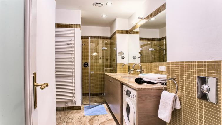 Shower room at Residence Karolina Apartments - Citybase Apartments