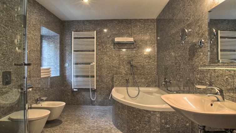 Family bathroom at Residence Rybna Apartments - Citybase Apartments