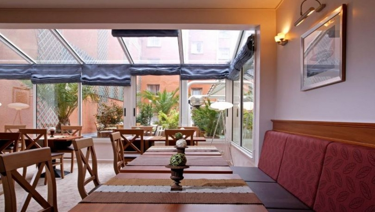 Charming Breakfast room at Citadines Wilson Apartments - Citybase Apartments