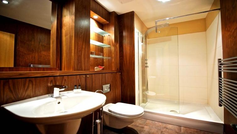 Inspiring bathroom in Staycity Edinburgh West End - Citybase Apartments