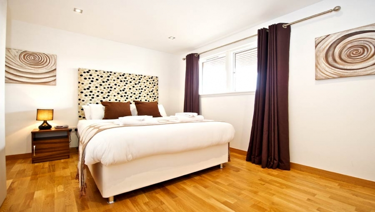 Timeless bedroom in Staycity Edinburgh West End - Citybase Apartments