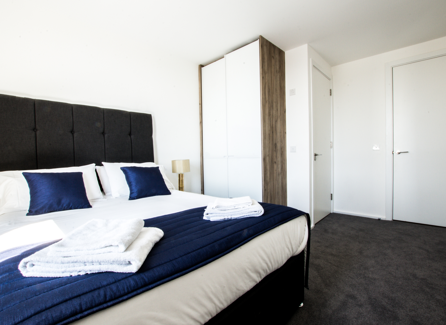 Double bed at Millharbour Apartments, Isle of Dogs, London - Citybase Apartments