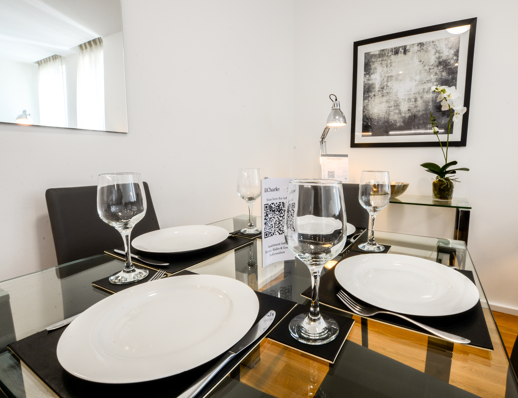 Dining at Millharbour Apartments, Isle of Dogs, London - Citybase Apartments