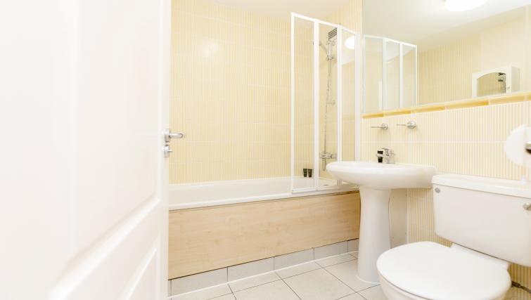 Bathroom at King Regents Fitzroy Apartments - Citybase Apartments