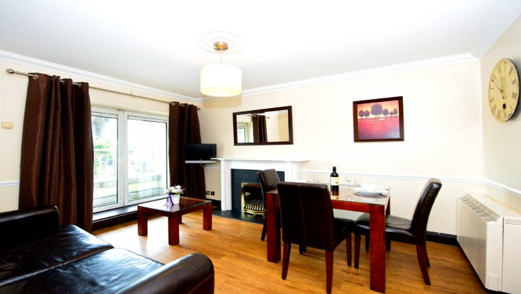 Stately living area in Staycity Dublin Christchurch - Citybase Apartments