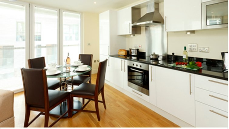 Contemporary kitchen in SACO Canary Wharf Trinity Tower - Citybase Apartments