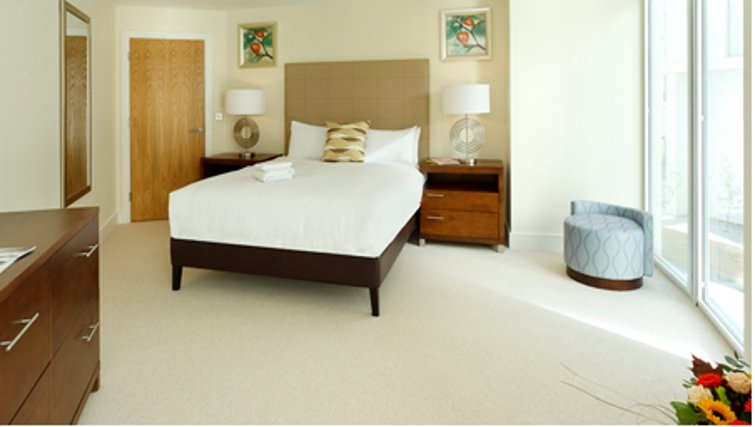 Peaceful bedroom in SACO Canary Wharf Trinity Tower - Citybase Apartments