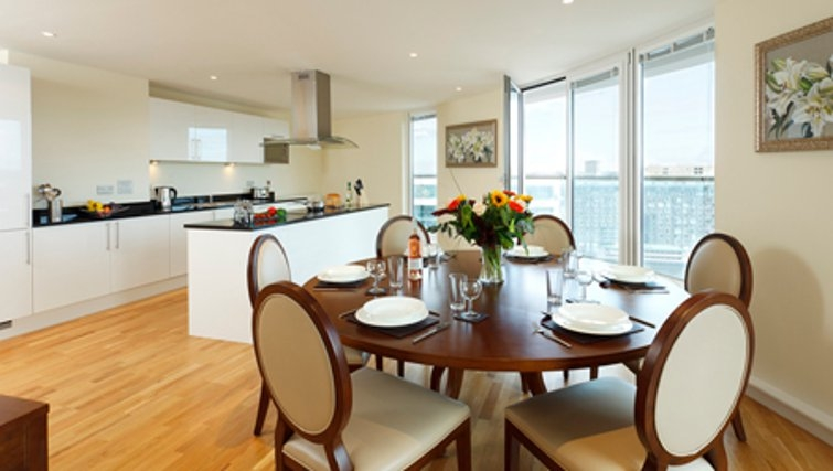 Spacious dining area in SACO Canary Wharf Trinity Tower - Citybase Apartments