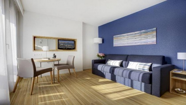 Delightful living area in Citadines Cannes Carnot Apartments - Citybase Apartments