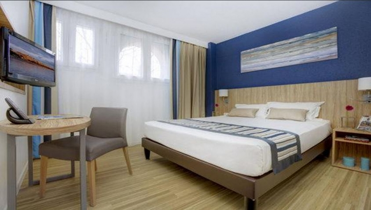 Comfortable bedroom in Citadines Cannes Carnot Apartments - Citybase Apartments