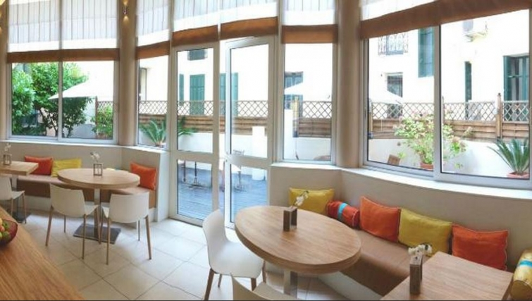 Dining area in Citadines Cannes Carnot Apartments - Citybase Apartments