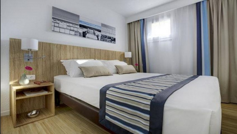 Bedroom in Citadines Cannes Carnot Apartments - Citybase Apartments